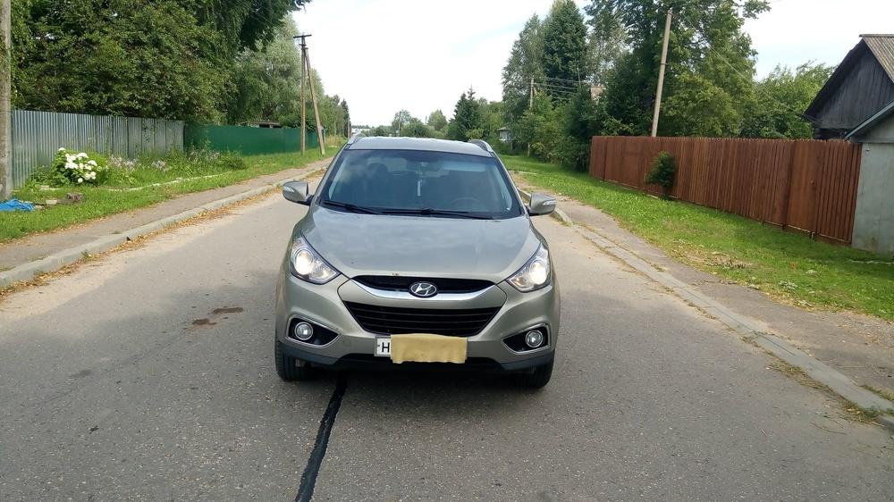 Подержанный Hyundai ix35, отличное состояние, коричневый , 2010 года выпуска, цена 840 000 руб. в Смоленской области