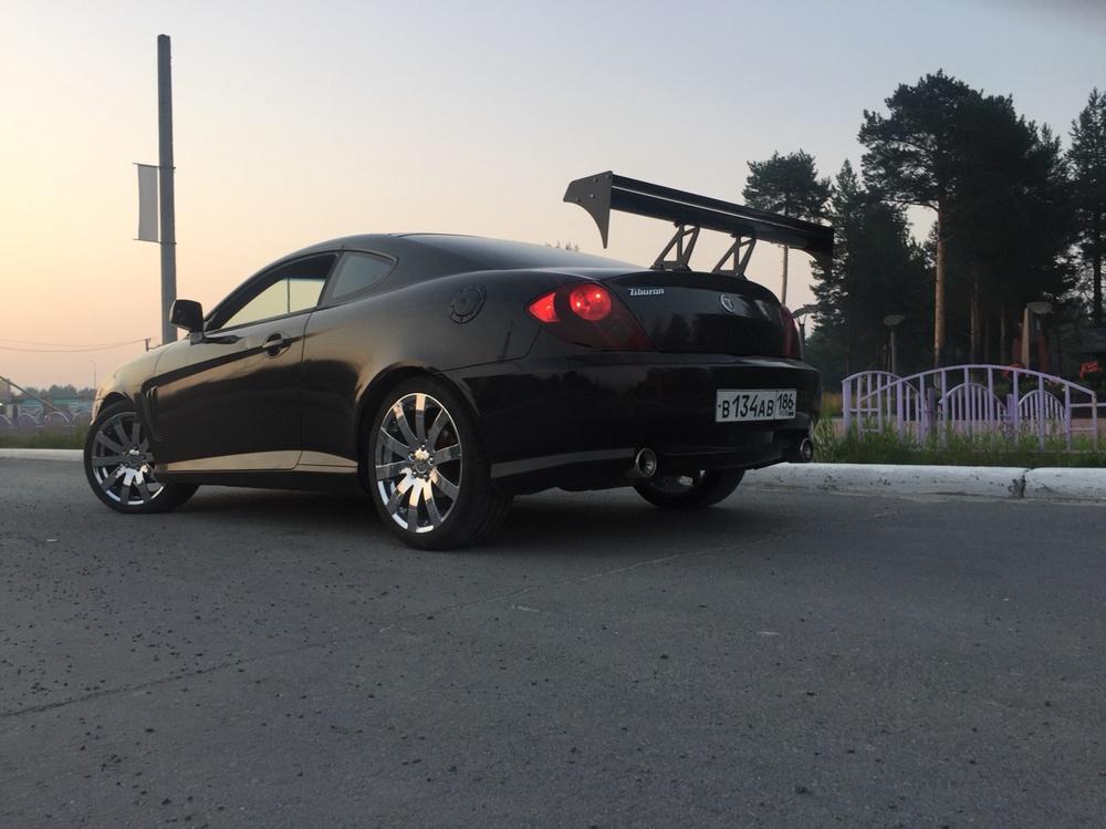 Подержанный Hyundai Tiburon, хорошее состояние, черный , 2002 года выпуска, цена 449 000 руб. в ао. Ханты-Мансийском Автономном округе - Югре