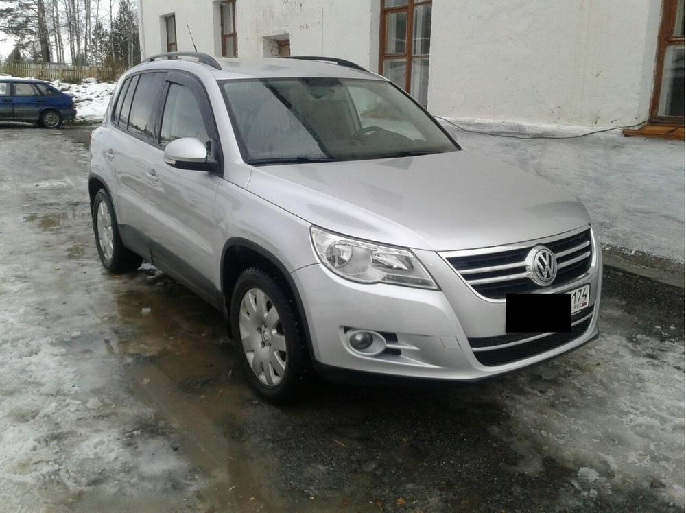 Подержанный Volkswagen Tiguan, хорошее состояние, серебряный , 2010 года выпуска, цена 650 000 руб. в Челябинской области
