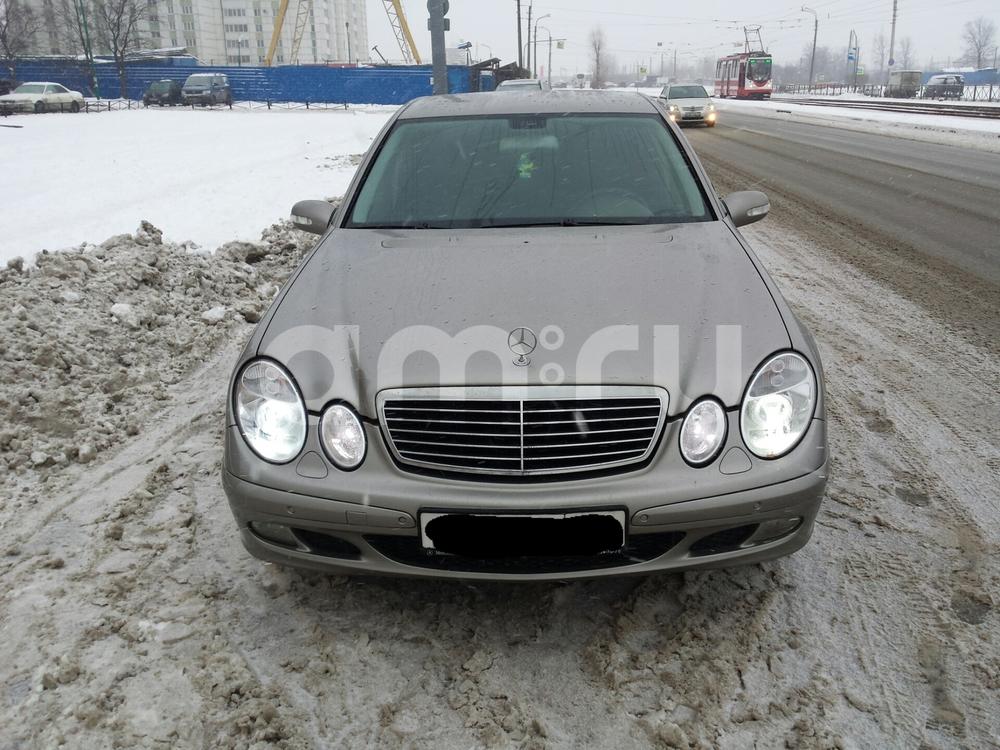 Подержанный Mercedes-Benz E-Класс, отличное состояние, бежевый , 2006 года выпуска, цена 500 000 руб. в Санкт-Петербурге
