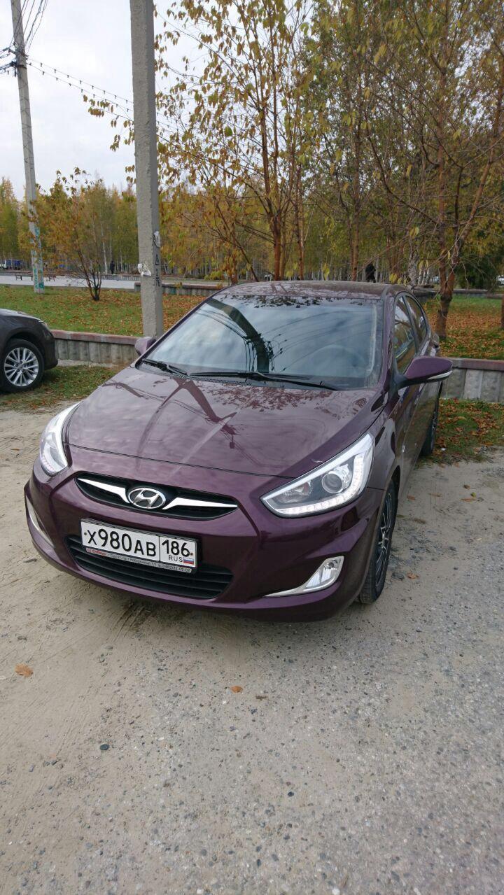 Подержанный Hyundai Solaris, отличное состояние, пурпурный металлик, 2013 года выпуска, цена 650 000 руб. в ао. Ханты-Мансийском Автономном округе - Югре