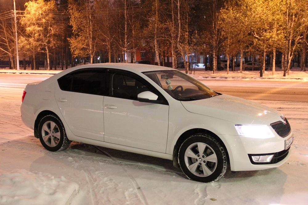 Подержанный Skoda Octavia, отличное состояние, белый , 2014 года выпуска, цена 850 000 руб. в ао. Ханты-Мансийском Автономном округе - Югре