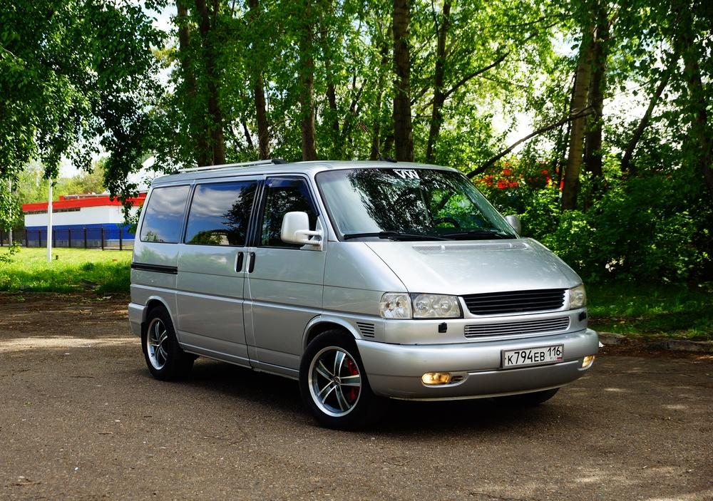 Подержанный Volkswagen Caravelle, отличное состояние, серебряный металлик, 2003 года выпуска, цена 890 000 руб. в республике Татарстане