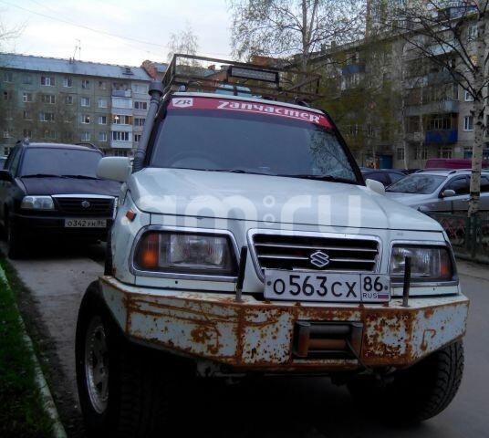 Подержанный Suzuki Escudo, среднее состояние, белый , 1996 года выпуска, цена 200 000 руб. в ао. Ханты-Мансийском Автономном округе - Югре