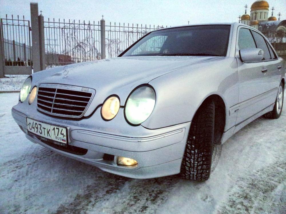 Подержанный Mercedes-Benz E-Класс, отличное состояние, серебряный металлик, 1997 года выпуска, цена 380 000 руб. в Челябинской области