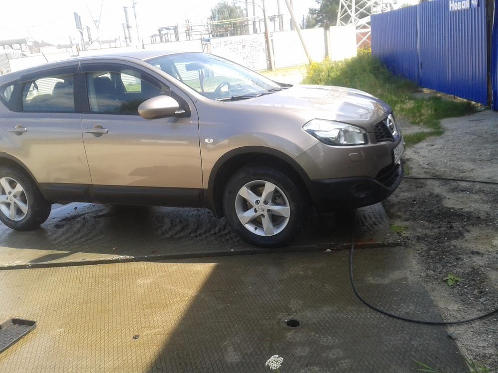 Подержанный Nissan Qashqai, хорошее состояние, коричневый металлик, 2013 года выпуска, цена 850 000 руб. в ао. Ханты-Мансийском Автономном округе - Югре