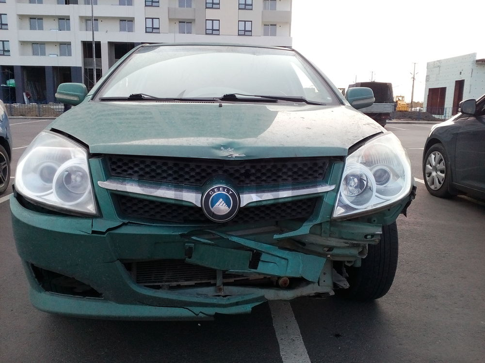 Подержанный Geely MK, битый состояние, зеленый , 2013 года выпуска, цена 180 000 руб. в ао. Ханты-Мансийском Автономном округе - Югре