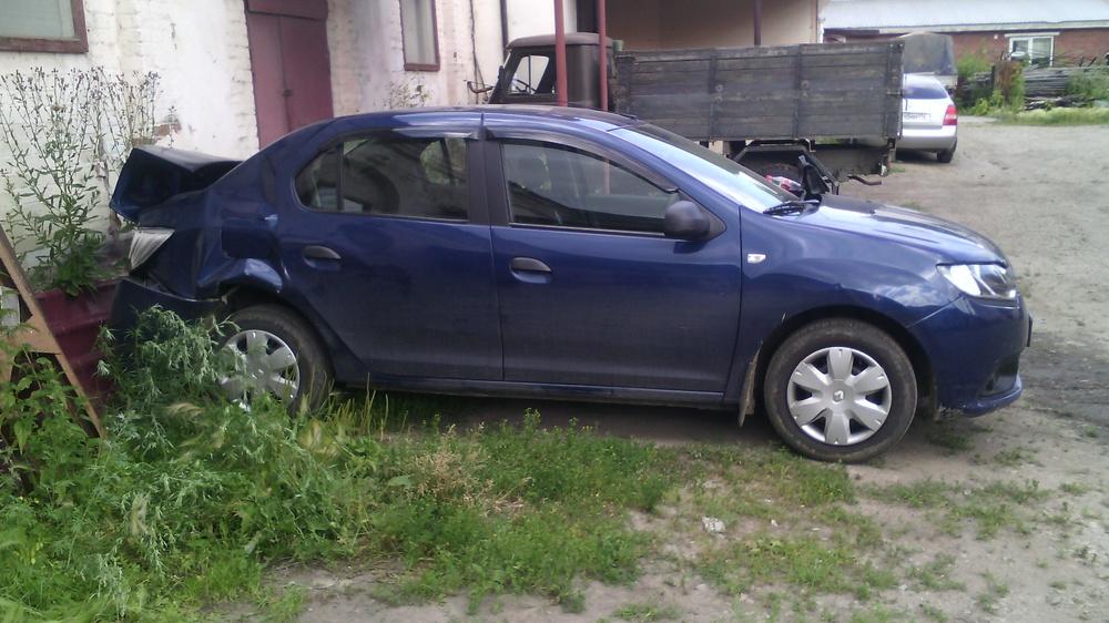 Подержанный Renault Logan, битый состояние, синий металлик, 2014 года выпуска, цена 350 000 руб. в Челябинской области