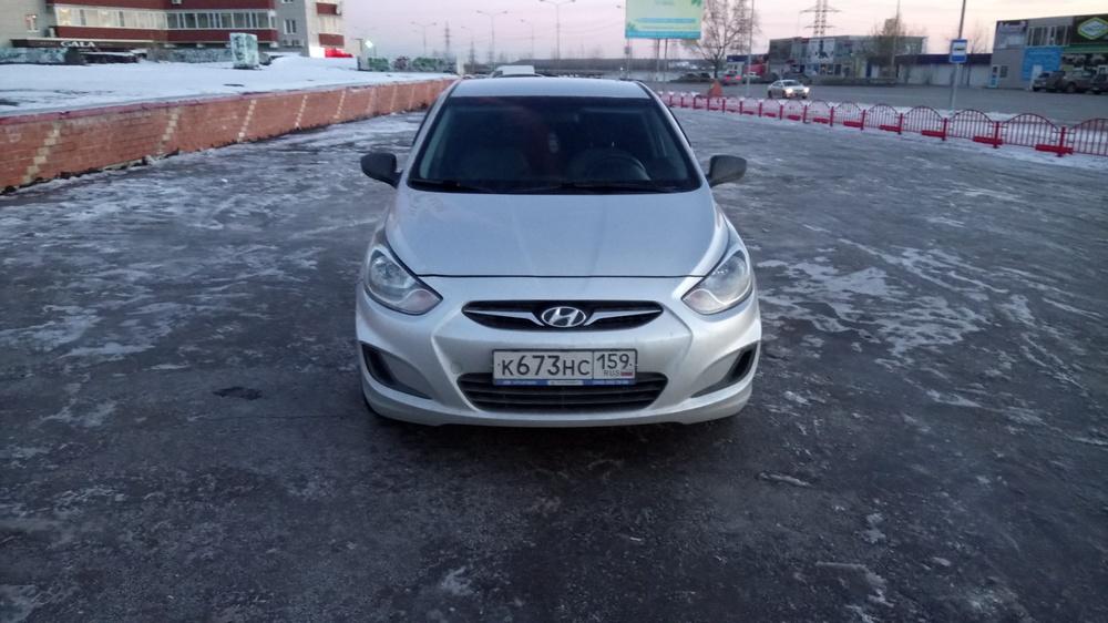 Подержанный Hyundai Solaris, отличное состояние, серебряный , 2014 года выпуска, цена 530 000 руб. в ао. Ханты-Мансийском Автономном округе - Югре