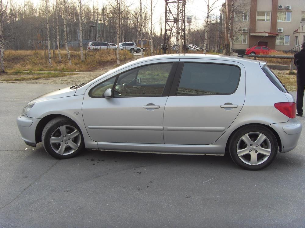 Подержанный Peugeot 307, хорошее состояние, серебряный металлик, 2004 года выпуска, цена 220 000 руб. в ао. Ханты-Мансийском Автономном округе - Югре
