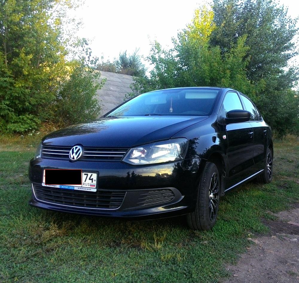 Подержанный Volkswagen Polo, отличное состояние, черный , 2010 года выпуска, цена 400 000 руб. в Челябинской области
