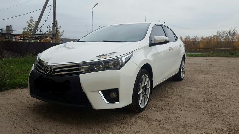 Подержанный Toyota Corolla, отличное состояние, белый металлик, 2014 года выпуска, цена 870 000 руб. в республике Татарстане