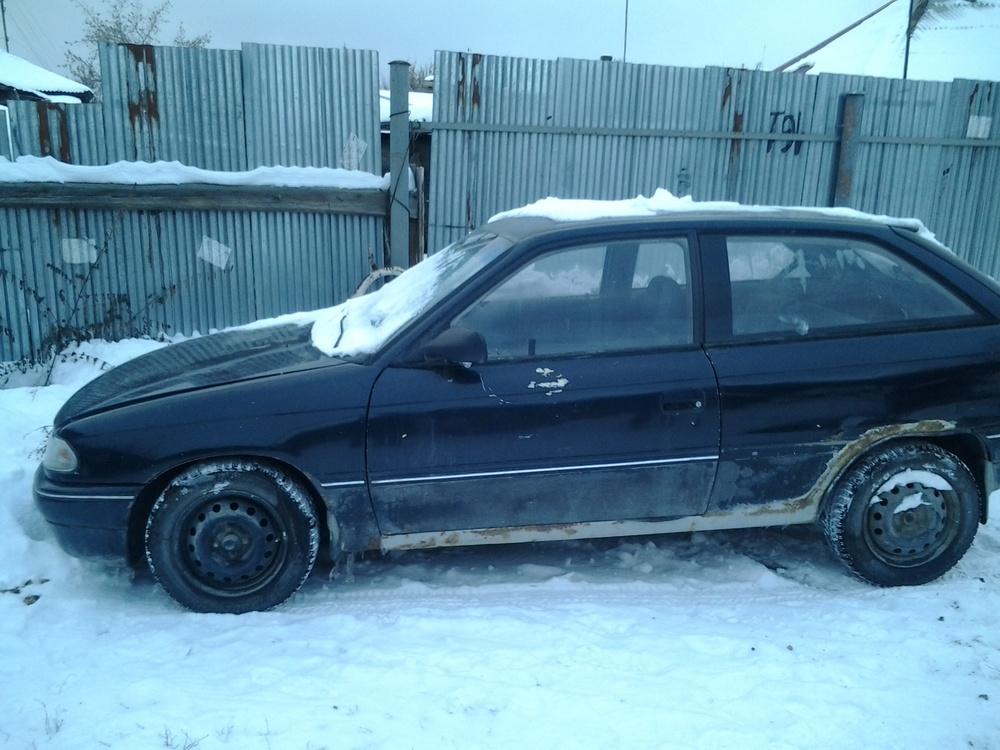 Подержанный Opel Astra, среднее состояние, черный металлик, 1992 года выпуска, цена 35 000 руб. в Челябинской области