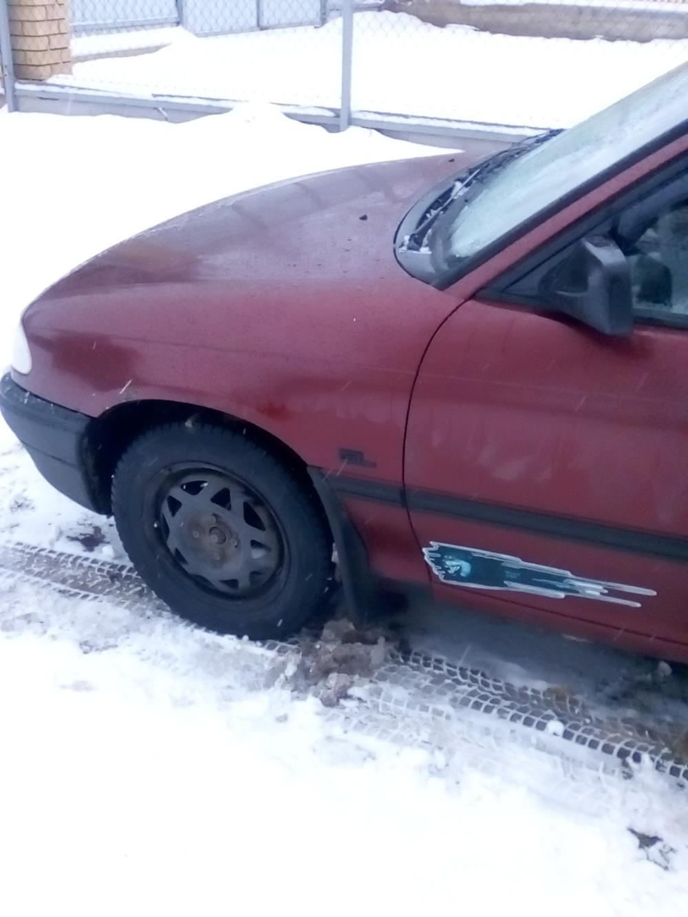 Подержанный Opel Astra, хорошее состояние, бордовый , 1992 года выпуска, цена 70 000 руб. в Смоленской области