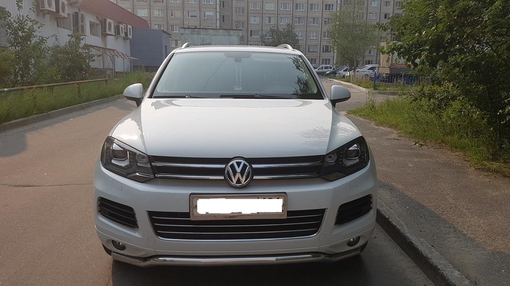 Подержанный Volkswagen Touareg, отличное состояние, белый металлик, 2012 года выпуска, цена 1 750 000 руб. в ао. Ханты-Мансийском Автономном округе - Югре