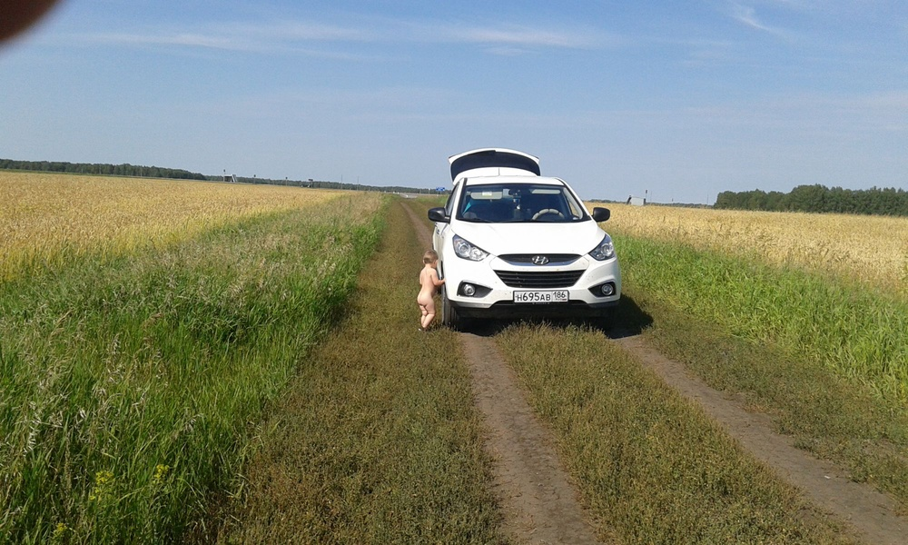 Подержанный Hyundai ix35, отличное состояние, белый , 2011 года выпуска, цена 880 000 руб. в ао. Ханты-Мансийском Автономном округе - Югре