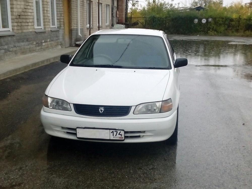 Подержанный Toyota Corolla, хорошее состояние, белый , 1999 года выпуска, цена 170 000 руб. в Челябинской области