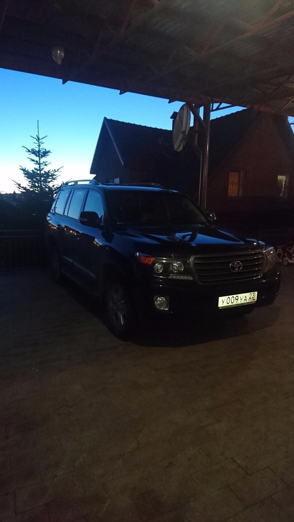 Подержанный Toyota Land Cruiser, отличное состояние, черный бриллиант, 2014 года выпуска, цена 3 500 000 руб. в Краснодаре
