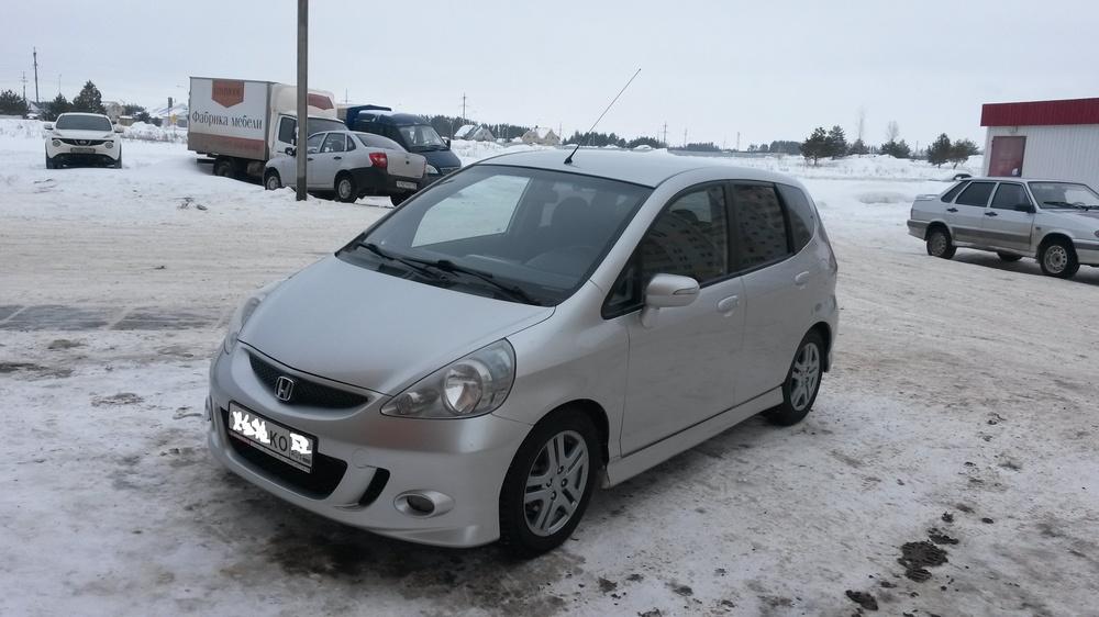 Подержанный Honda Jazz, хорошее состояние, серебряный металлик, 2007 года выпуска, цена 320 000 руб. в республике Татарстане