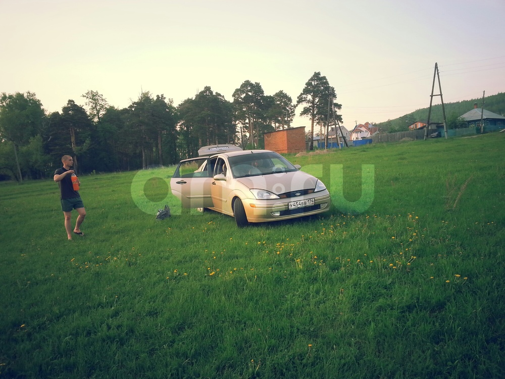 Подержанный Ford Focus, среднее состояние, золотой , 2001 года выпуска, цена 112 000 руб. в Челябинской области