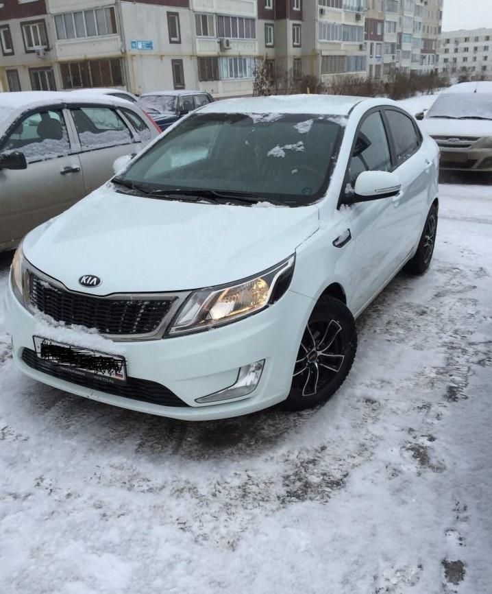 Подержанный Kia Rio, отличное состояние, белый , 2013 года выпуска, цена 555 000 руб. в республике Татарстане