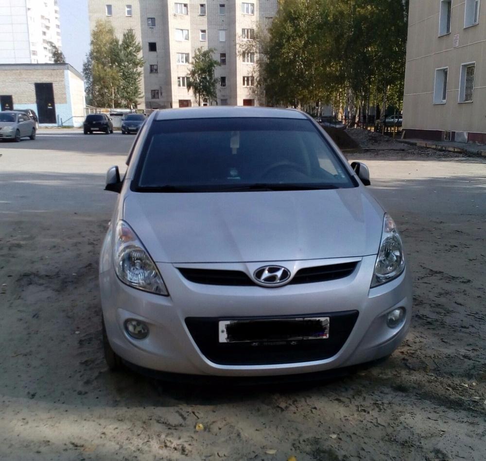 Подержанный Hyundai i20, отличное состояние, серебряный металлик, 2010 года выпуска, цена 370 000 руб. в ао. Ханты-Мансийском Автономном округе - Югре