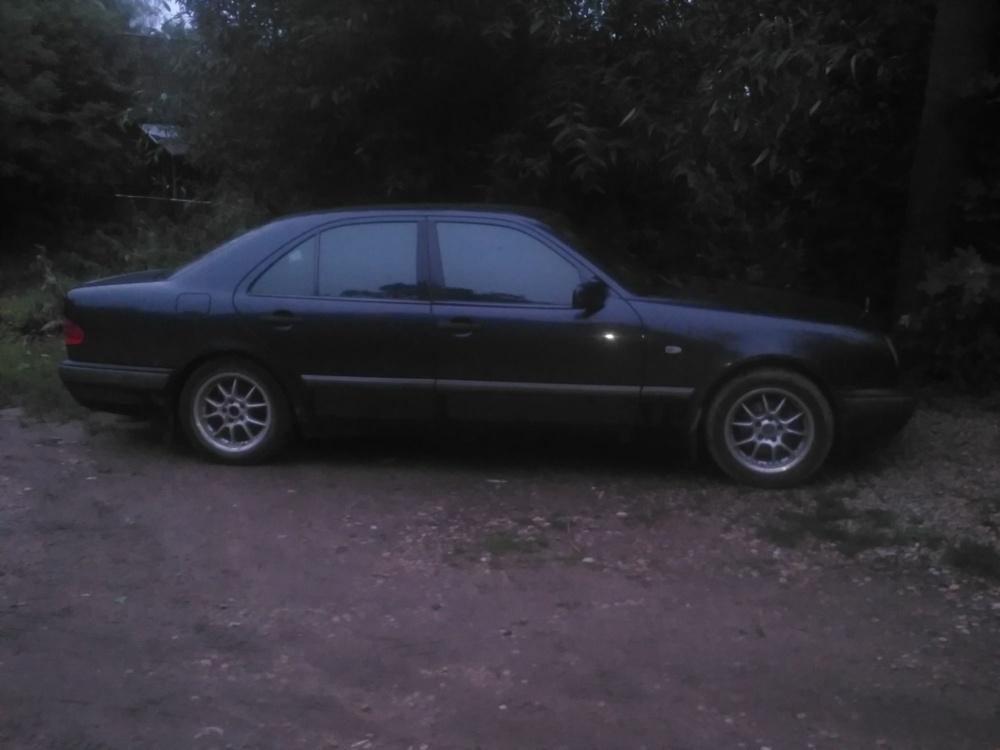 Подержанный Mercedes-Benz E-Класс, среднее состояние, черный , 1997 года выпуска, цена 125 000 руб. в Смоленской области