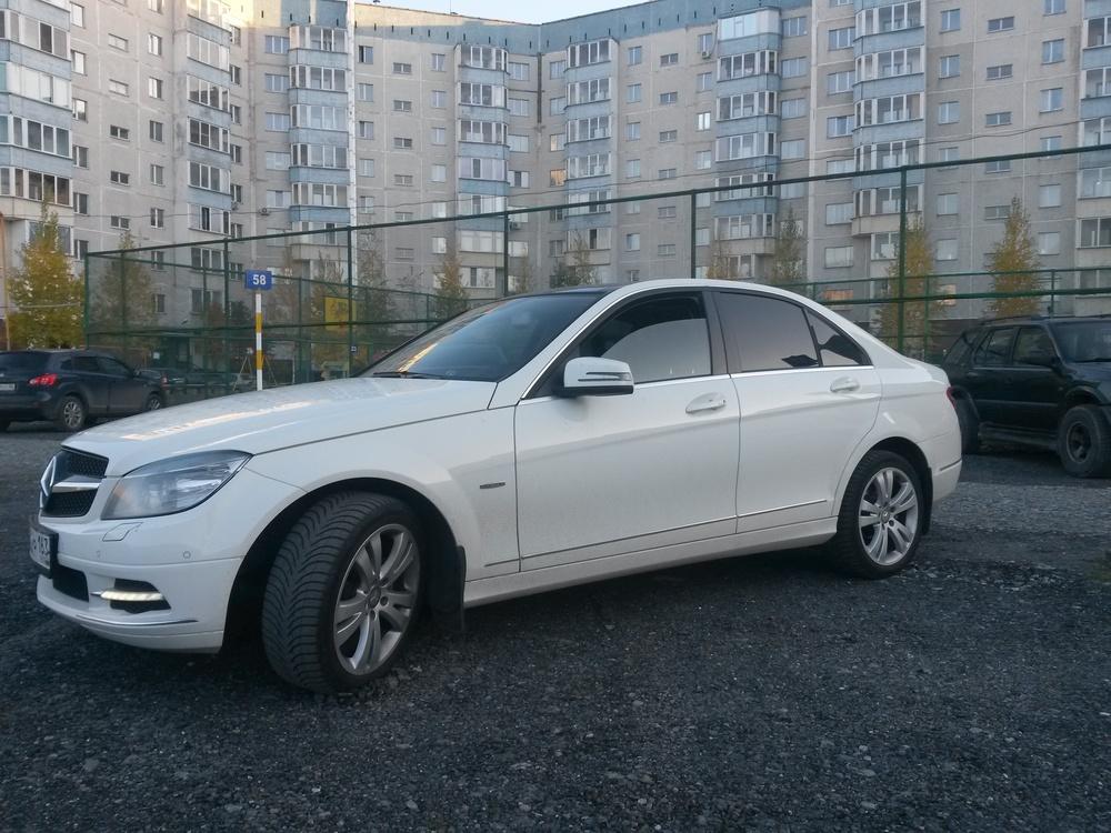 Подержанный Mercedes-Benz C-Класс, отличное состояние, белый , 2010 года выпуска, цена 980 000 руб. в ао. Ханты-Мансийском Автономном округе - Югре
