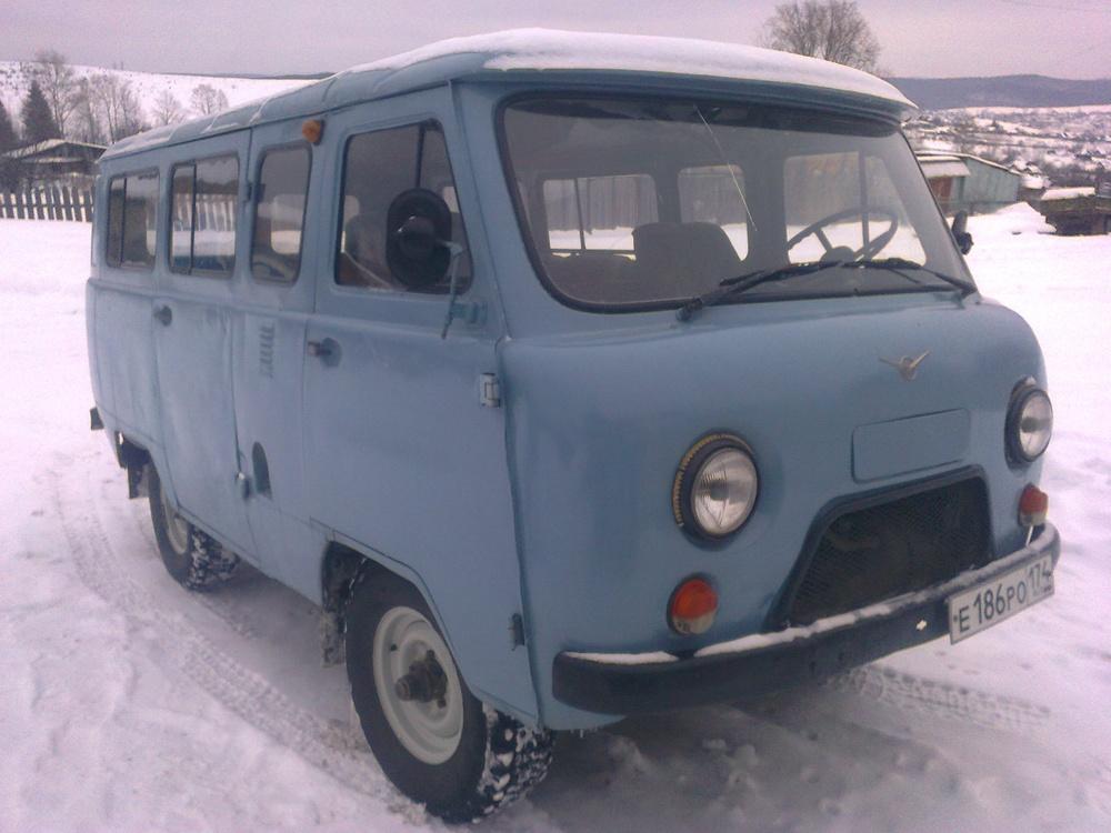 Подержанный УАЗ 452, среднее состояние, голубой , 1998 года выпуска, цена 100 000 руб. в Челябинской области