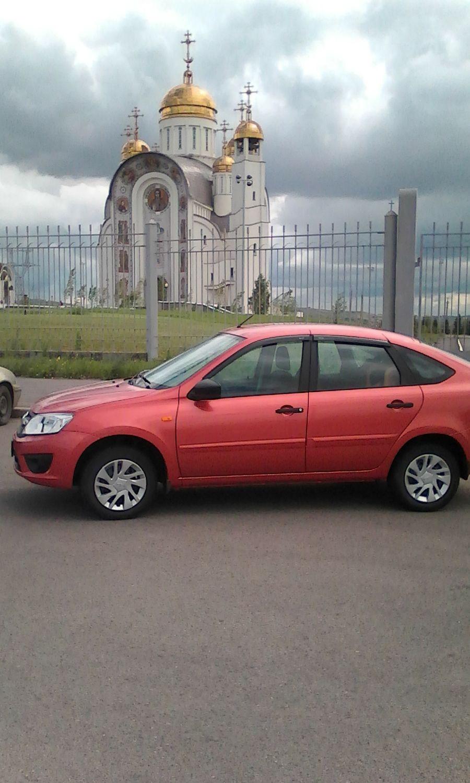 Подержанный ВАЗ (Lada) Granta, отличное состояние, оранжевый , 2015 года выпуска, цена 380 000 руб. в Челябинской области