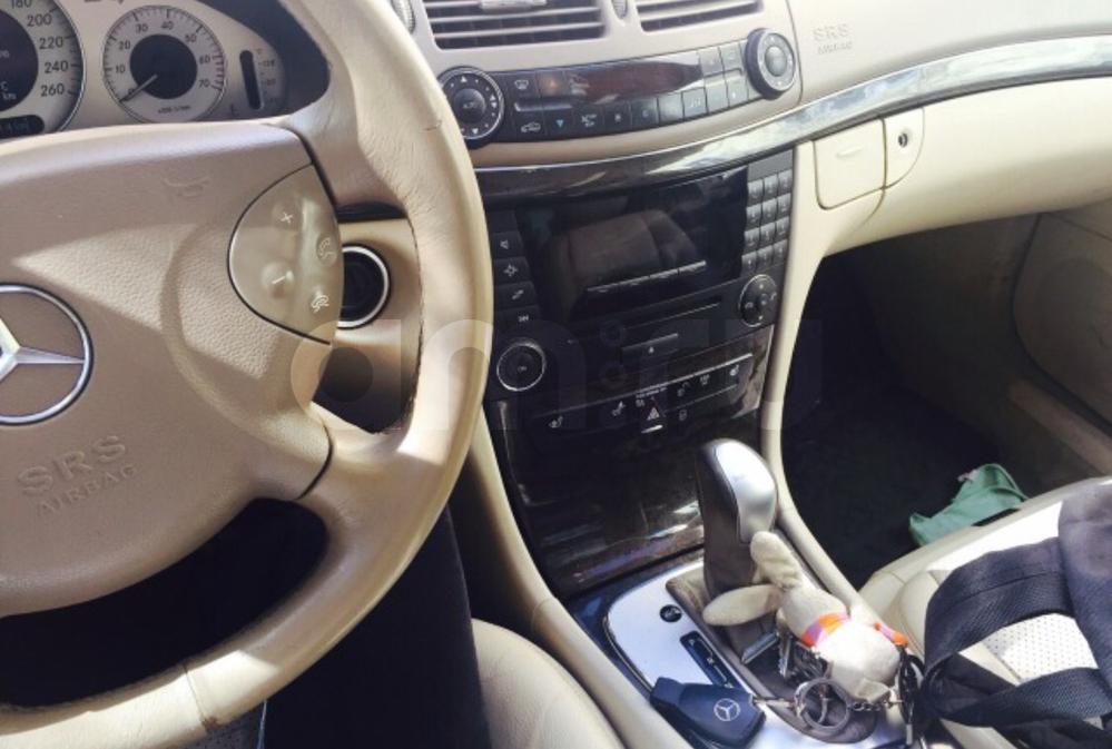 Подержанный Mercedes-Benz E-Класс, хорошее состояние, черный , 2003 года выпуска, цена 400 000 руб. в Челябинской области