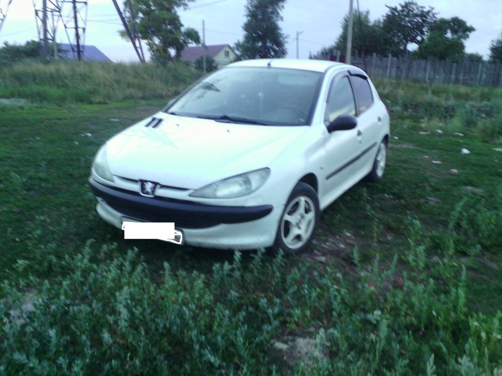 Подержанный Peugeot 206, среднее состояние, белый акрил, 1999 года выпуска, цена 85 000 руб. в республике Татарстане