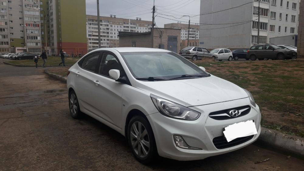 Подержанный Hyundai Solaris, хорошее состояние, белый , 2012 года выпуска, цена 530 000 руб. в республике Татарстане