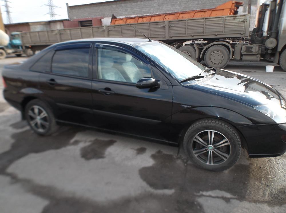 Подержанный Ford Focus, хорошее состояние, черный , 2001 года выпуска, цена 180 000 руб. в Челябинской области