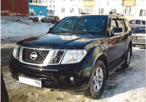 Подержанный Nissan Pathfinder, хорошее состояние, черный матовый, 2011 года выпуска, цена 1 100 000 руб. в ао. Ханты-Мансийском Автономном округе - Югре