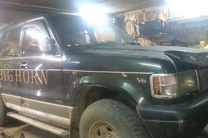 Автомобиль Isuzu Bighorn, среднее состояние, 1995 года выпуска, цена 385 000 руб., Усть-Илимск