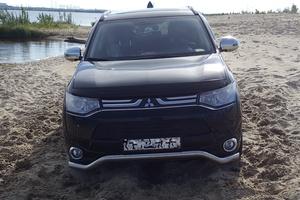 Подержанный автомобиль Mitsubishi Outlander, хорошее состояние, 2014 года выпуска, цена 1 350 000 руб., Сургут