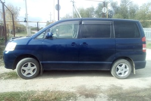 Автомобиль Toyota Noah, хорошее состояние, 2002 года выпуска, цена 500 000 руб., Самара