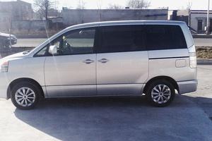 Автомобиль Toyota Voxy, отличное состояние, 2003 года выпуска, цена 230 000 руб., Владикавказ