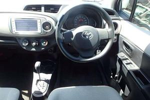 Автомобиль Toyota Vitz, отличное состояние, 2012 года выпуска, цена 530 000 руб., Шахты