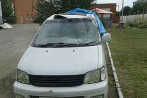 Автомобиль Toyota Noah, битый состояние, 1999 года выпуска, цена 95 000 руб., Сызрань