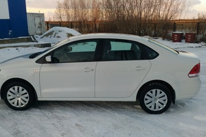 Подержанный автомобиль Volkswagen Polo, отличное состояние, 2015 года выпуска, цена 615 000 руб., Нижневартовск
