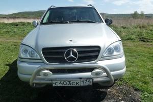 Подержанный автомобиль Mercedes-Benz M-Класс, среднее состояние, 2000 года выпуска, цена 280 000 руб., Миасс