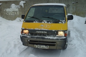 Автомобиль Toyota Hiace, среднее состояние, 1993 года выпуска, цена 115 000 руб., Пермь