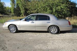 Автомобиль Lincoln Town Car, хорошее состояние, 2000 года выпуска, цена 350 000 руб., Белгород