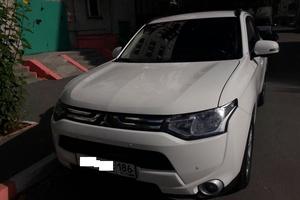 Подержанный автомобиль Mitsubishi Outlander, хорошее состояние, 2012 года выпуска, цена 1 080 000 руб., Сургут