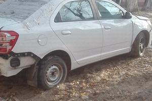 Автомобиль Chevrolet Cobalt, битый состояние, 2013 года выпуска, цена 180 000 руб., Московская область