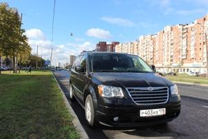Автомобиль Chrysler Town and Country, отличное состояние, 2010 года выпуска, цена 1 195 000 руб., Санкт-Петербург
