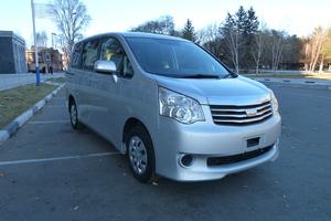 Автомобиль Toyota Noah, отличное состояние, 2012 года выпуска, цена 875 000 руб., Благовещенск