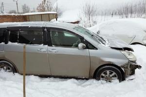 Автомобиль Toyota Isis, битый состояние, 2009 года выпуска, цена 350 000 руб., Екатеринбург